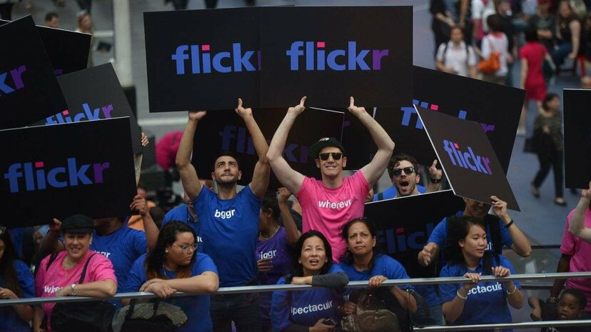 """Flickr apparently loves discarding the letter """"e"""" so much that it took the trend to T-shirts. EMMANUEL DUNAND/AFP/Getty Images"""
