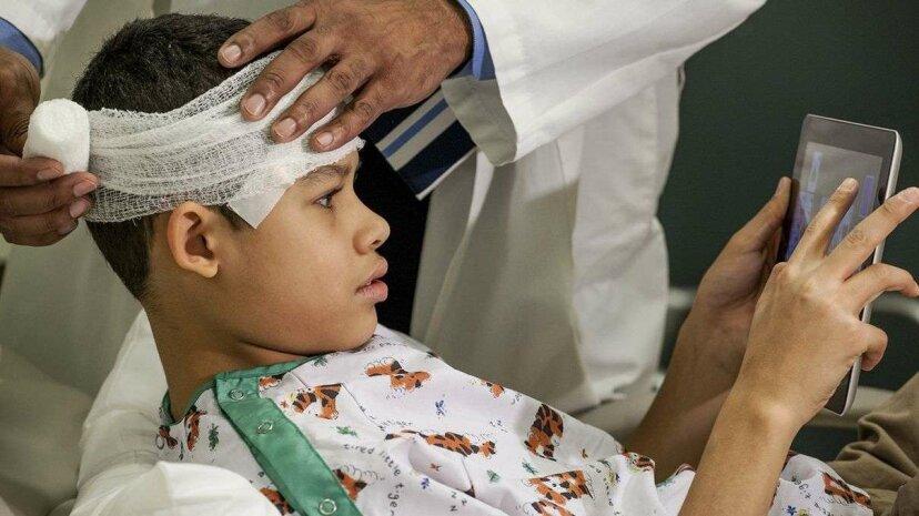 鎮静剤と同じくらい子供に効果的なモバイルデバイスの気晴らし