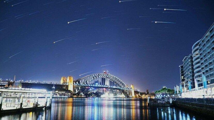 Cuando escribir en el cielo no es suficiente: ¡Lluvias de meteoros falsas y anuncios espaciales!