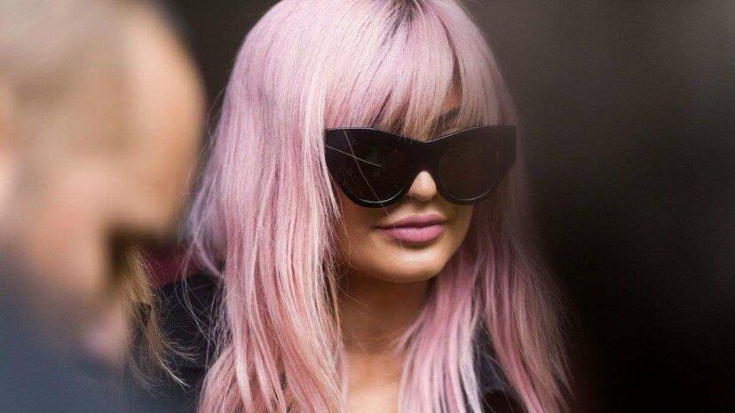染毛剤があなたの髪をピンクや紫の素晴らしい色合いに変える方法