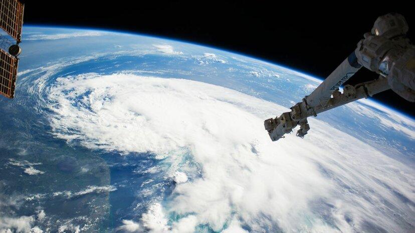 NASAが地球と宇宙の両方を研究することが重要である理由