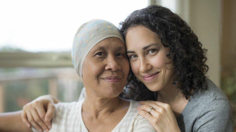 「何か必要な場合は、私に知らせてください」:がんの友人に言わないこと