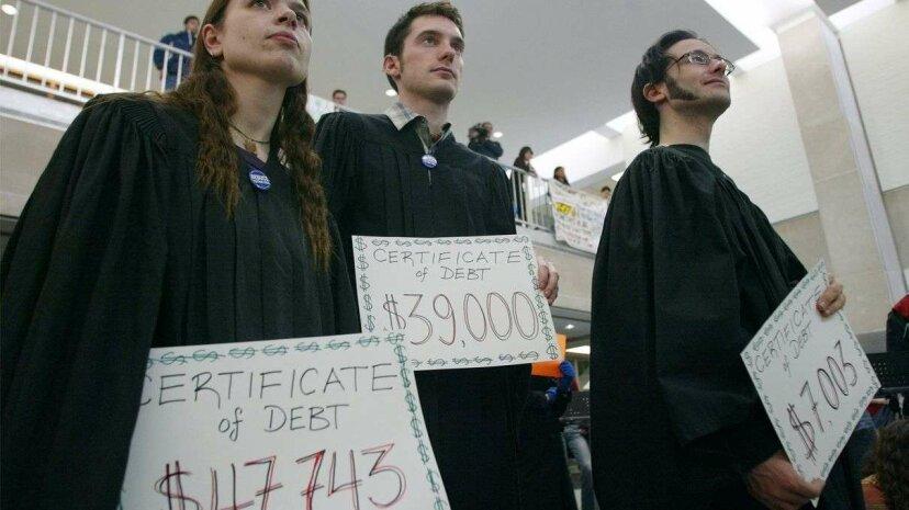 何百万人ものアメリカ人が学生の借金を返済していません。あなたは彼らの一人ですか?