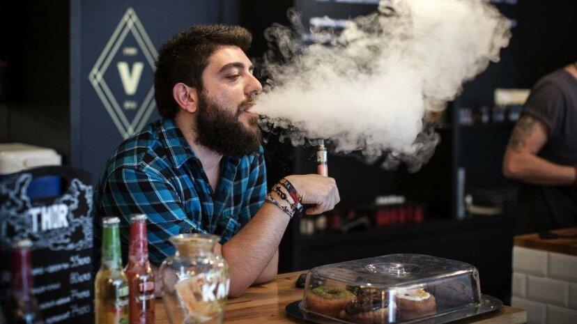 2つの新しい研究はE-タバコの潜在的な有害な影響を発見します