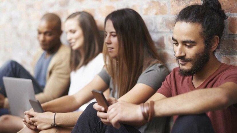 Tech Neckとは何ですか?ミレニアル世代が最もしわの寄った世代になる可能性
