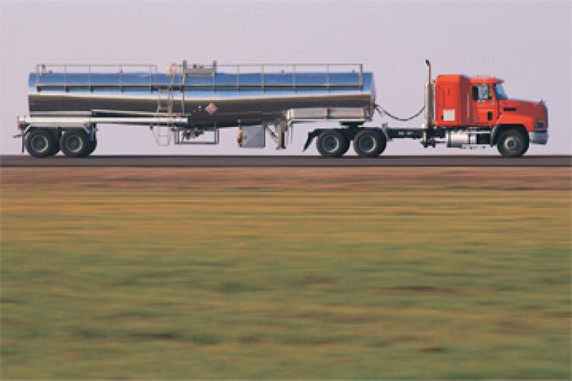 石油タンカートラックは牧場にどのように影響しますか?