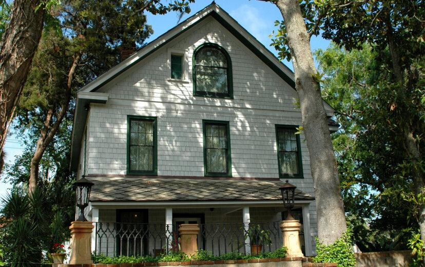 Ein altes Haus besitzen: Charmante Liebesbeziehung oder teure Geldgrube?