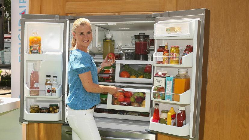Cómo organizar el estante de su refrigerador por estante