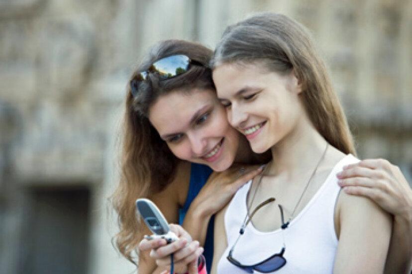 親は子供のテキストメッセージを読むべきですか?