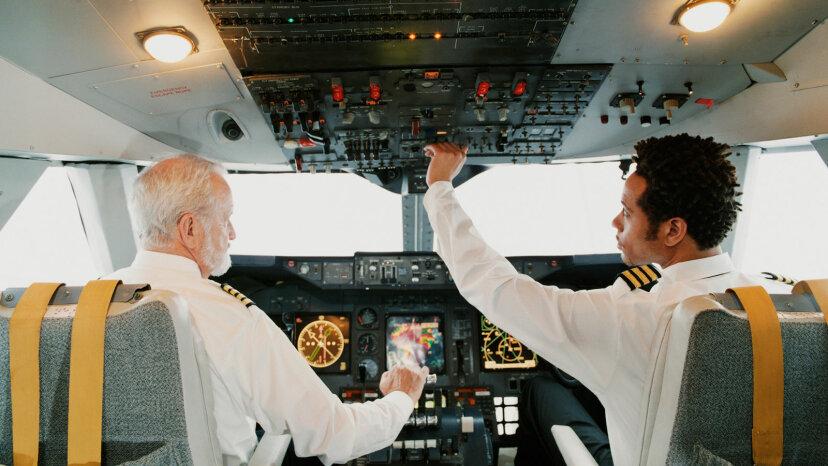 パイロットはどのように空中で時間を作りますか?