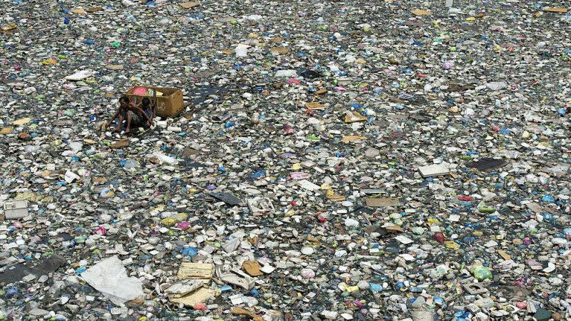 Nur 10 Flusssysteme tragen bis zu 95 Prozent zum Kunststoff in den Ozeanen bei