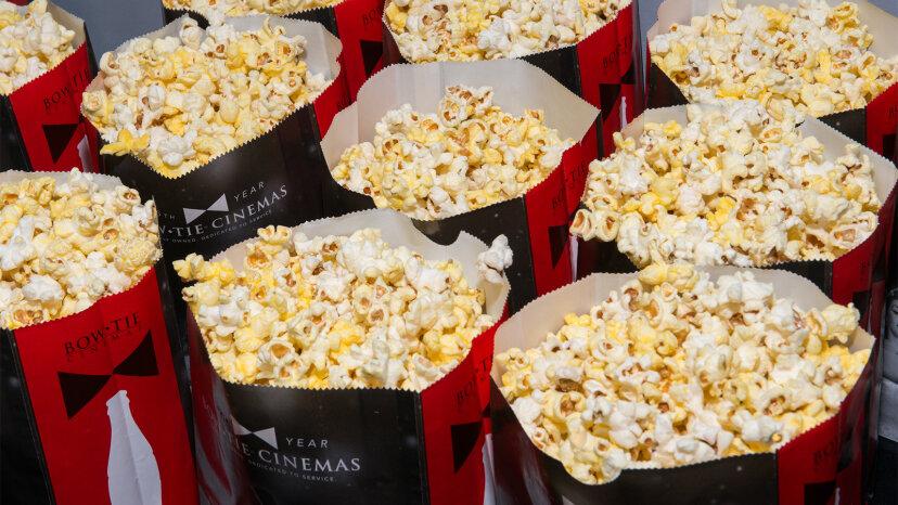 ¿Qué diablos hay en las palomitas de maíz de cine?