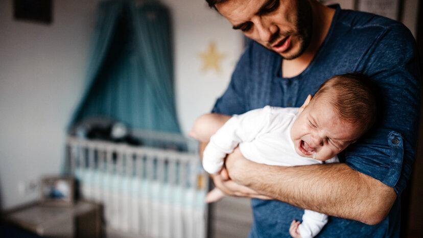 Neue Väter beschäftigen sich auch mit postpartalen Depressionen