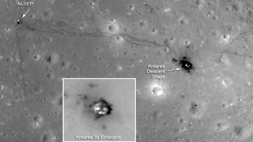 astronaut footprints