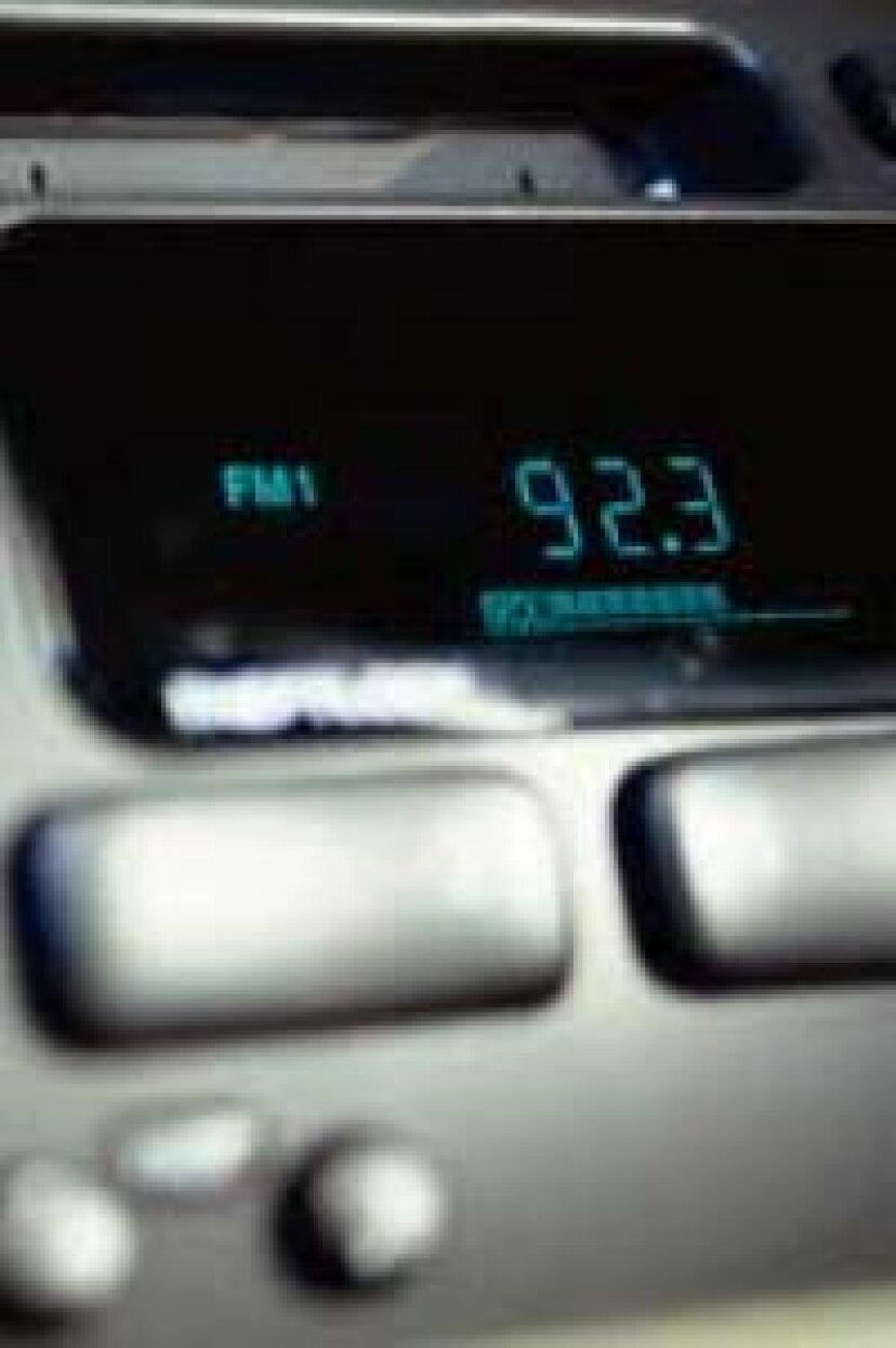 すべてのFMラジオ局が奇数で終わるのはなぜですか?