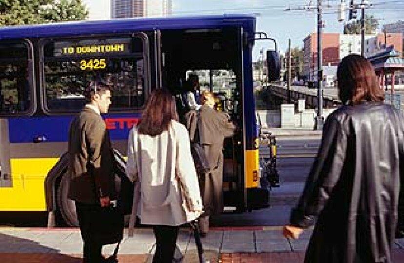 公共交通機関はどのように環境に役立ちますか?