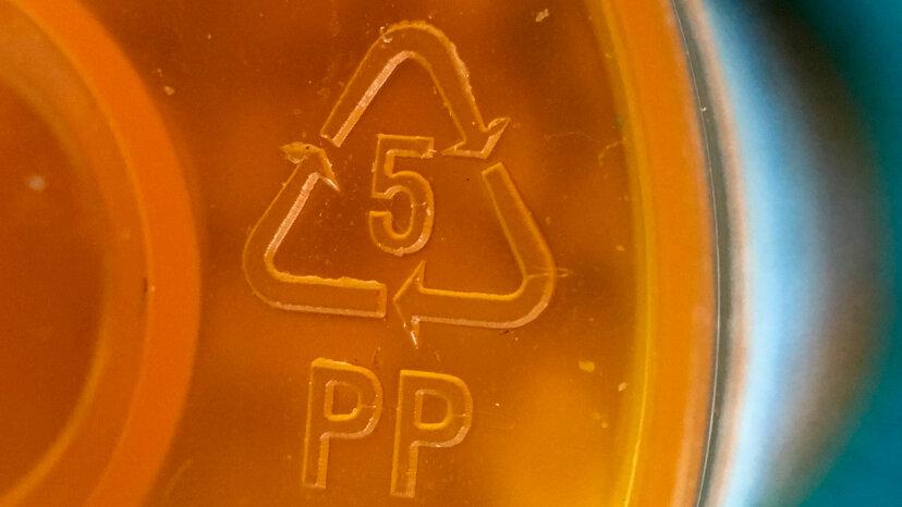 プラスチック製品のリサイクルシンボル内の数字はどういう意味ですか?