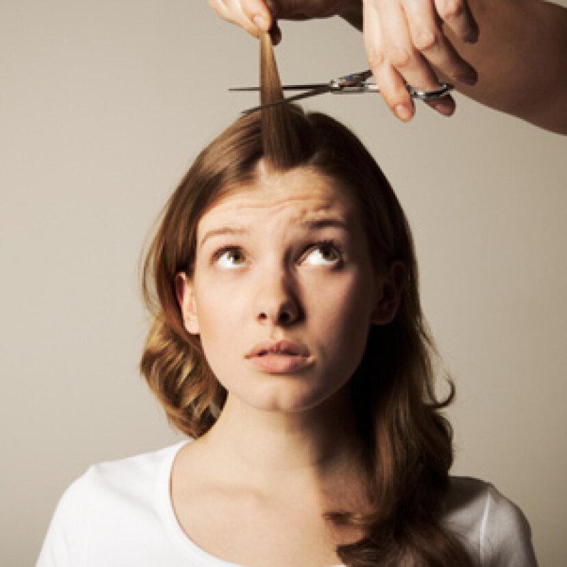 頭の毛が非常に長くなるのに、なぜ腕の毛は短いままなのですか?
