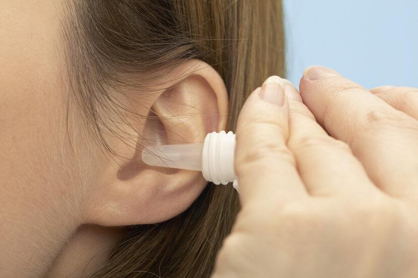 耳垢を取り除く安全な方法は何ですか?