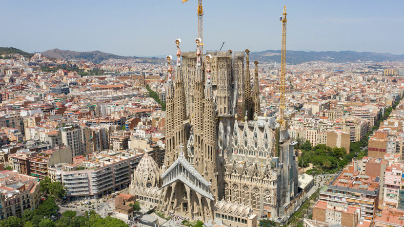 unfinished Sagrada Familia Basilica exterioer