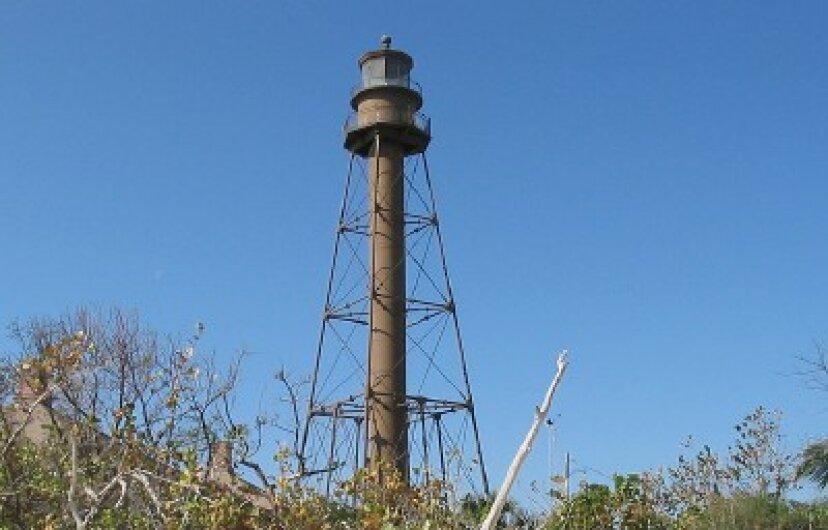 サニベル島灯台