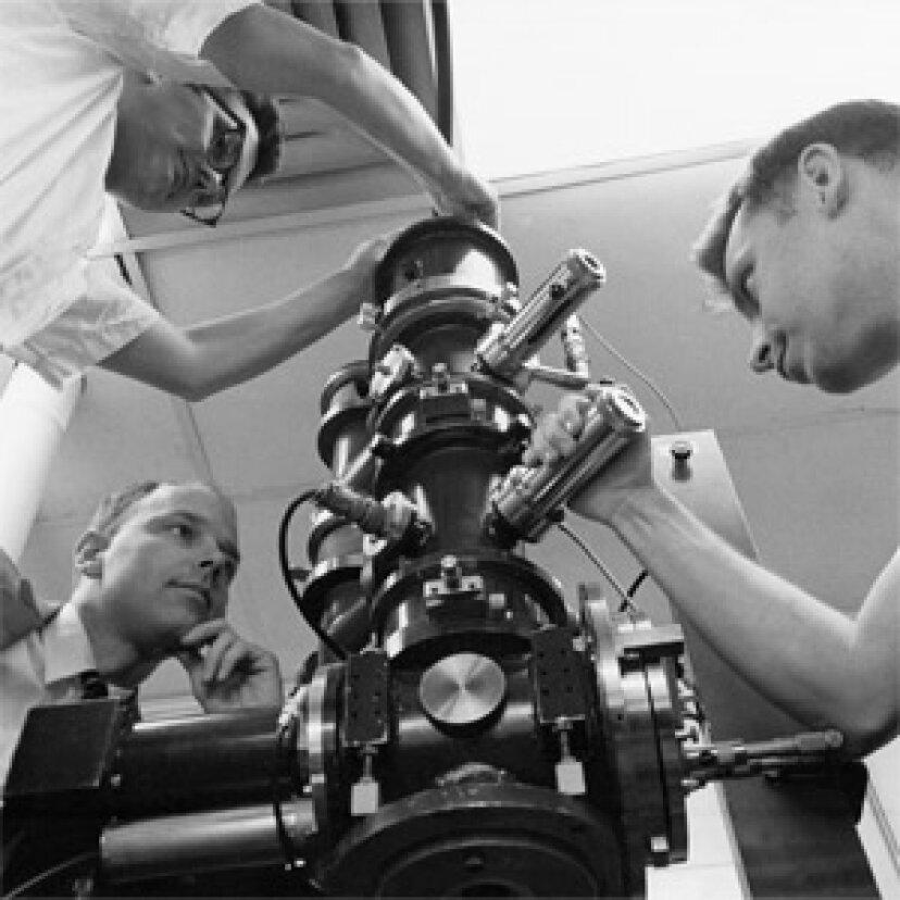 走査型電子顕微鏡のしくみ
