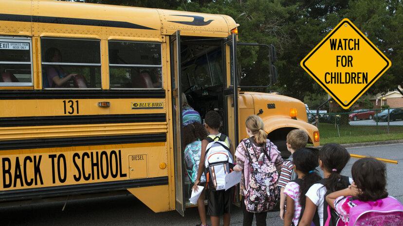 すべてのスクールバスにシートベルトが必要ないのはなぜですか?