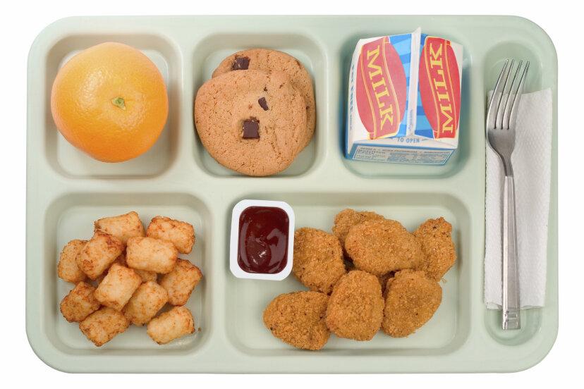 学校給食に何を入れるかは誰が決めるのですか?