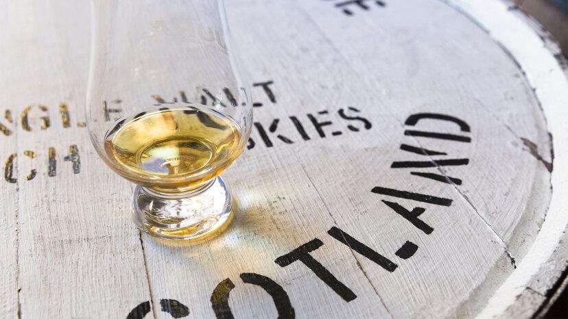 ウイスキースコッチウイスキーを作るものは何ですか?