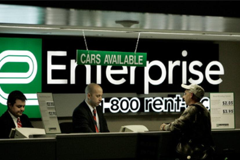 レンタカー保険に加入すべきですか?