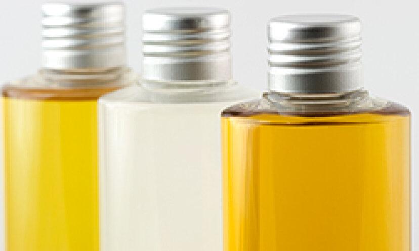 クイックヒント:石油ベースのフェイスクリームは敏感肌に適していますか?