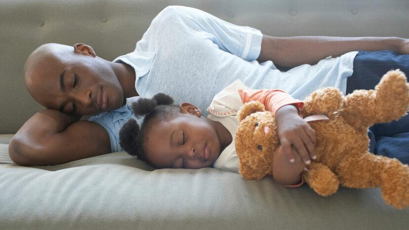 Hört das Schlafen auf Ihrer Seite auf zu schnarchen?