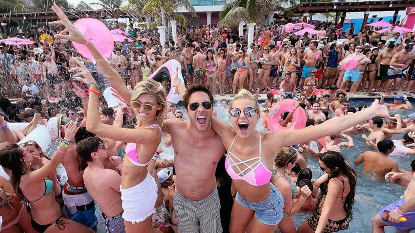 Devon Windsor, Diego Boneta and Rachel Hilbert, spring break Mexico