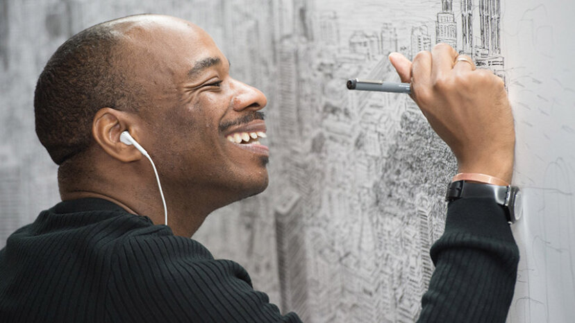 アーティストのスティーブンウィルトシャーが記憶から都市全体を描く
