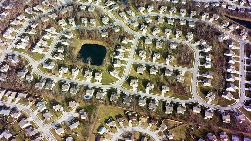 なぜ現代の郊外は歩きやすいグリッド上に構築されていないのですか?