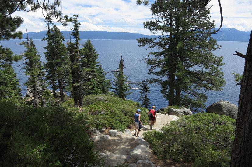 夏にキャンプする10の素晴らしい場所