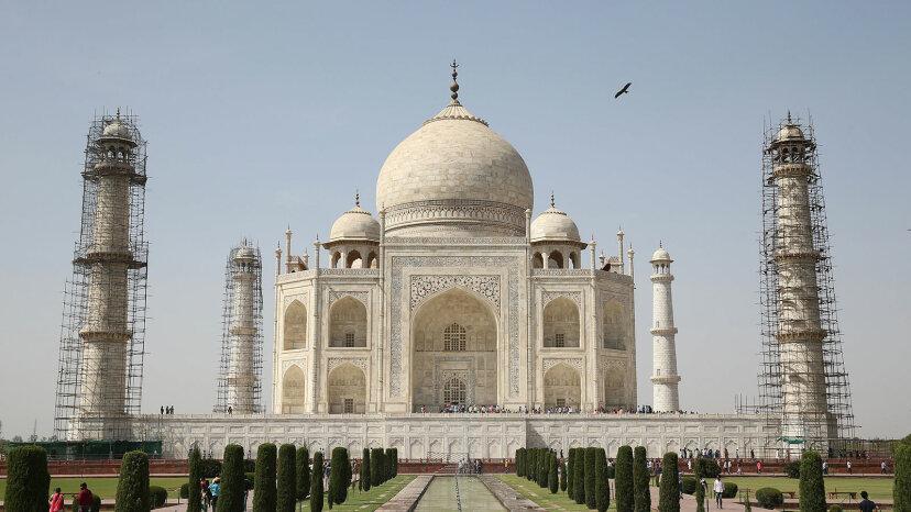 El Taj Mahal se vuelve verde: la lucha por preservar monumentos invaluables