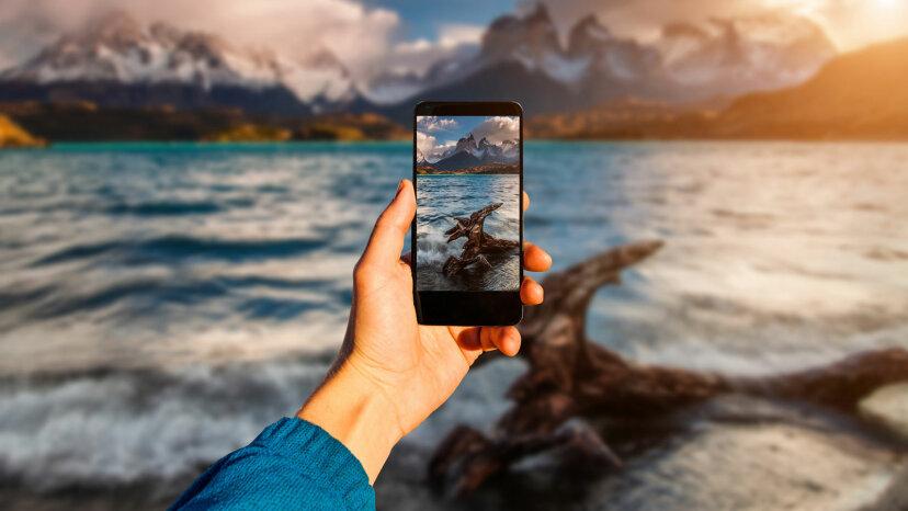 """智利,Torres del Paine用智能手机拍摄风景""""border="""