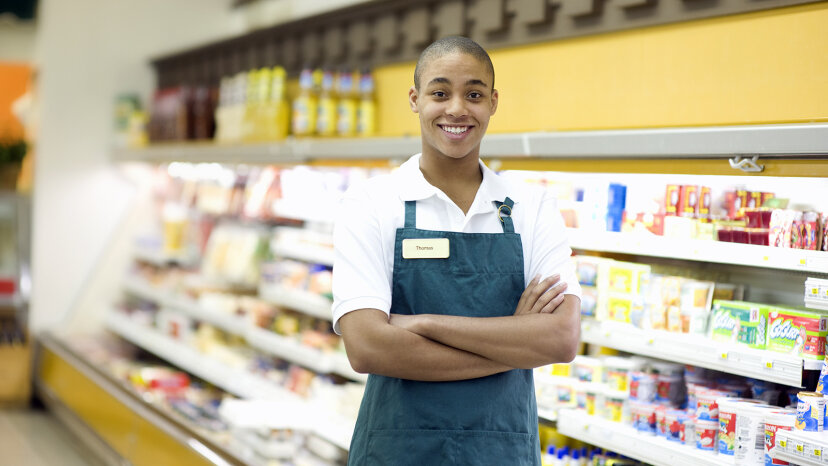 teen working at grocery