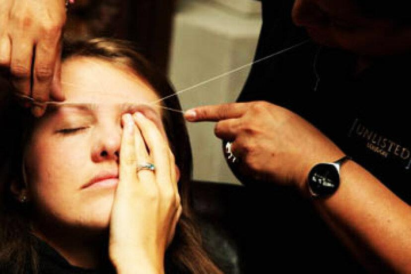 どのくらいの頻度で眉毛に糸を通す必要がありますか?
