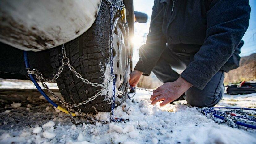 タイヤにチェーンを付ける方法