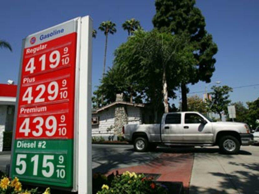けん引は燃費にどのように影響しますか?