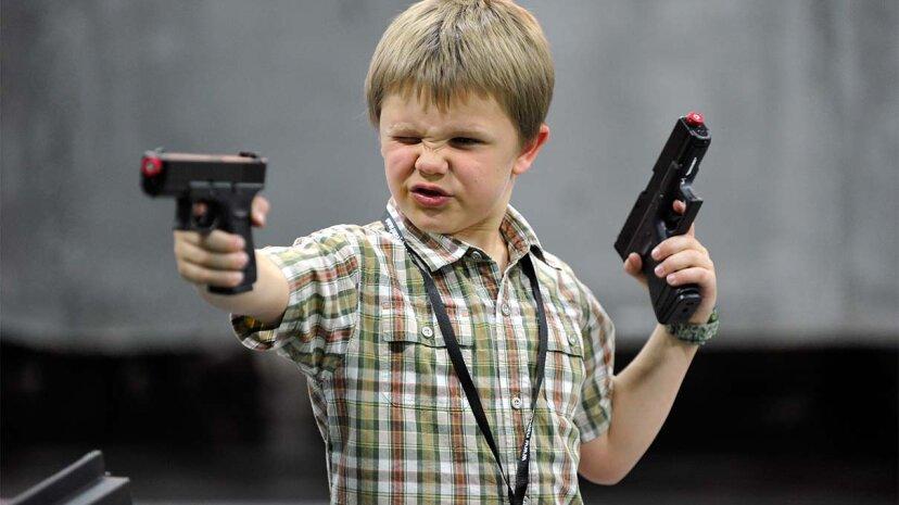 ¿Jugar con pistolas de juguete conduce a actos posteriores de violencia armada?