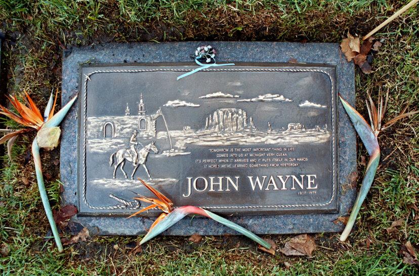 マークのない墓に埋葬された10人の有名人