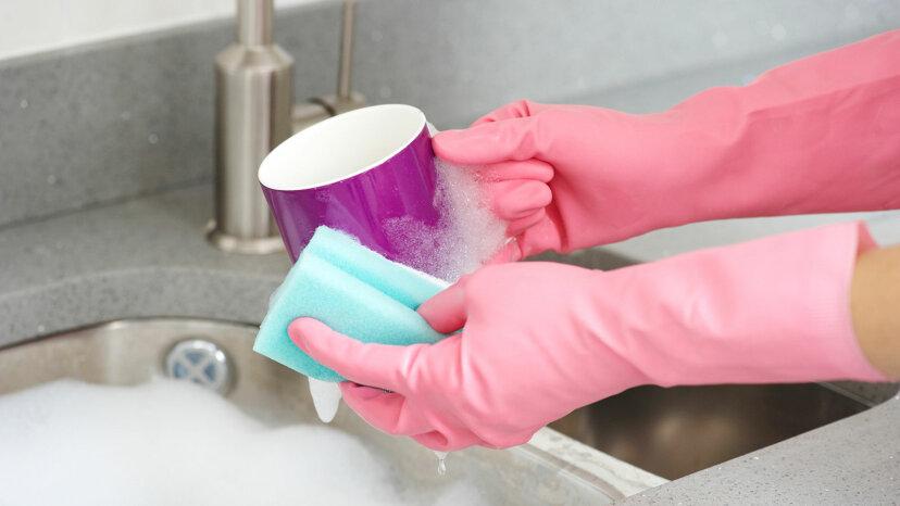 どのくらいの頻度でコーヒーカップを洗うべきですか?