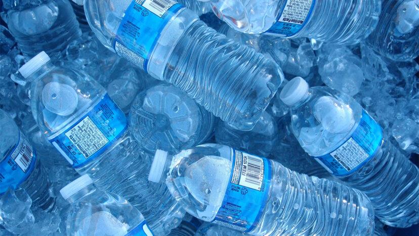 プラスチック汚染が私たちのうんちに現れています