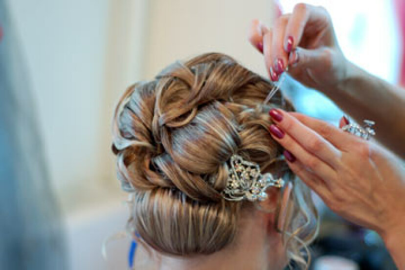 あなたは本当に結婚式のヘアトライアルに飛びつくべきですか?