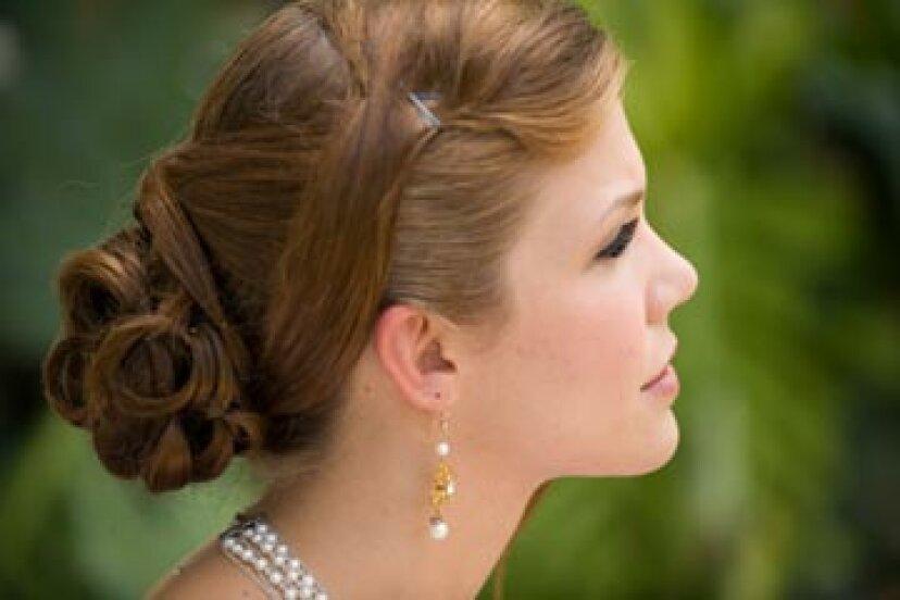 彼女の結婚式のUpdoを取り下げるための花嫁のガイド