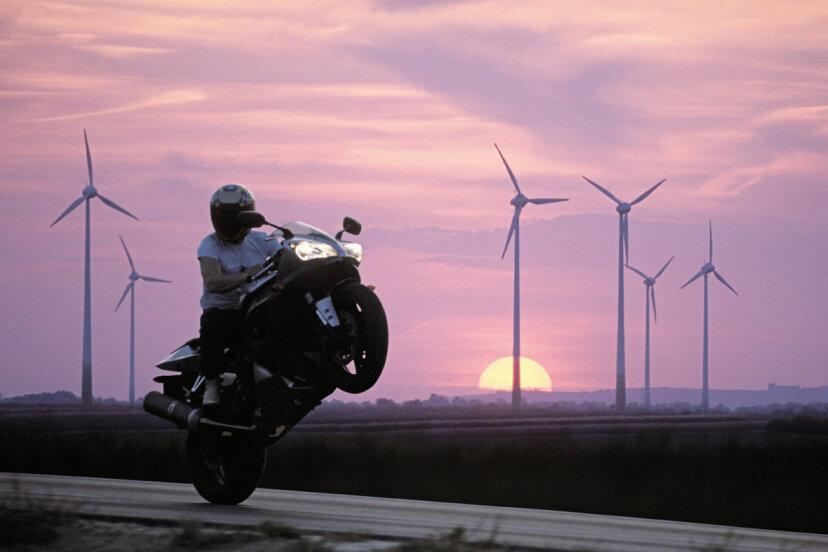 ウイリーを行うと、オートバイのドライブシャフトが破損する可能性がありますか?