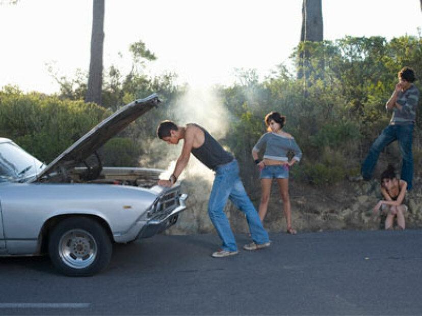 トレーラーをけん引すると車両が損傷しますか?